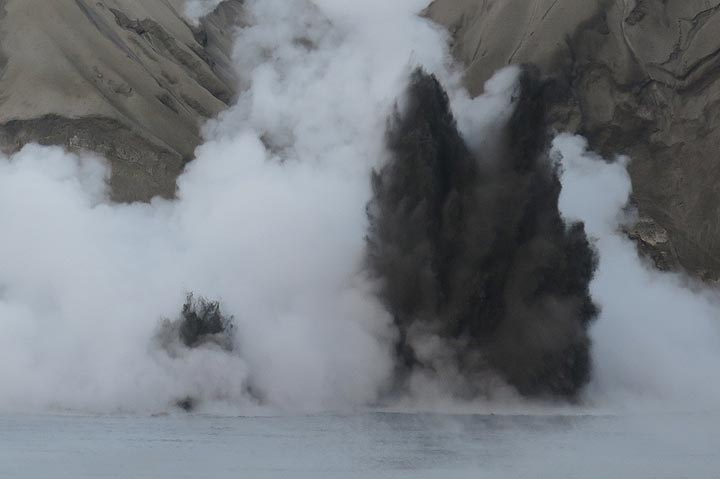 Zoom onto a typical phreatic eruption. (Photo: AndreyNikiforov)