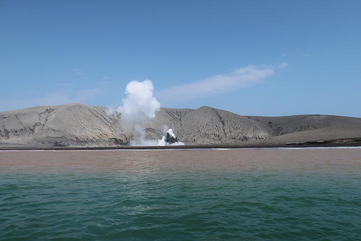 View towards the crater area of Anak Krakatau from the sea (Photo: AndreyNikiforov)