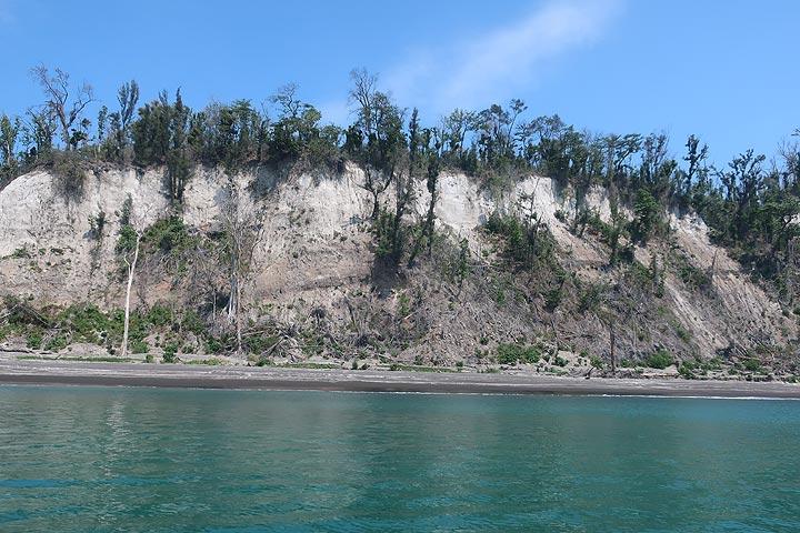 Cliff of Panjang Island with tsunami damage still clearly visible. (Photo: AndreyNikiforov)