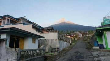Slamet volcano (West Java, Indonesia) seen from Bambangan village on the east flank. (Photo: Aris)