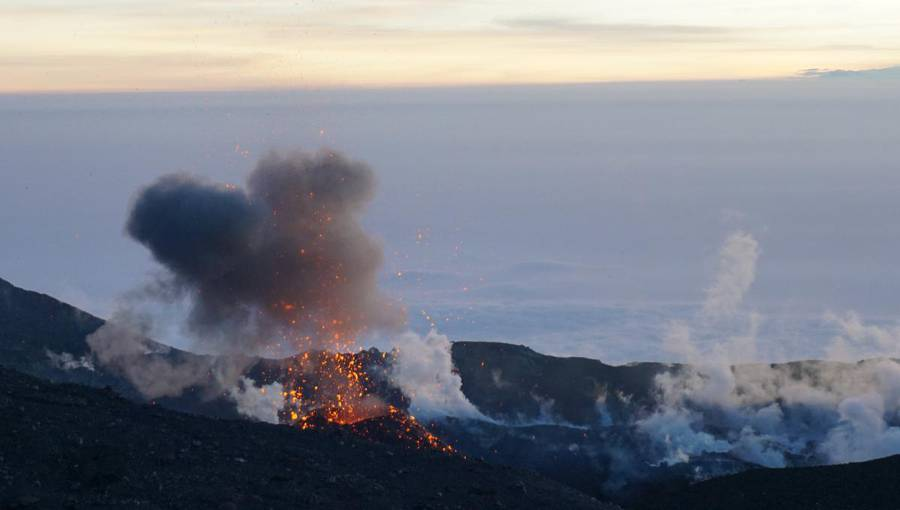 Strombolian eruption at Slamet volcano (West Java, Indonesia) on 26 Aug 2014 (Photo: Aris)
