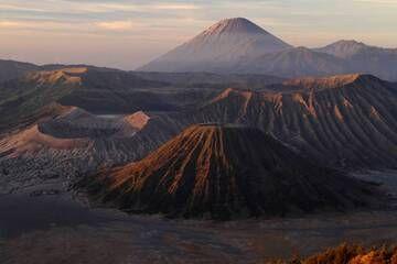 View to Bromo and Semeru at sunrise, East Java (Photo: Tobias Schorr)