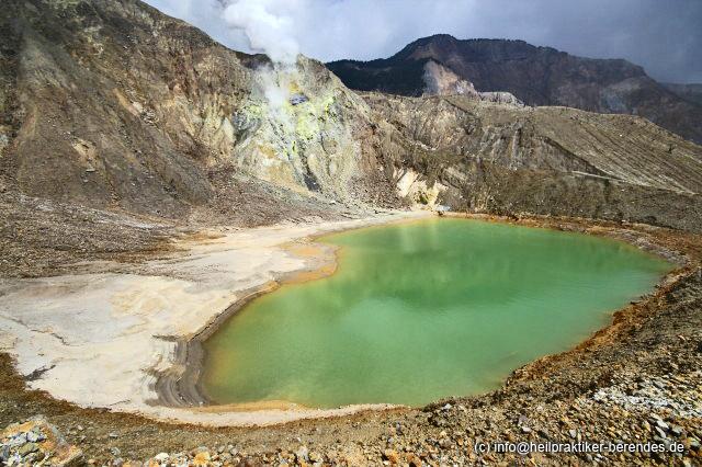 Green acid lake in Papandayan's crater (West Java) (Photo: Dietmar)