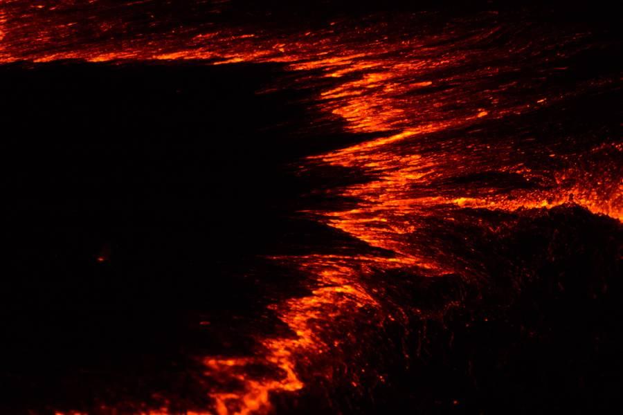 Rifting pattern on the crust of Erta Ale volcano's lava lake (Ethiopia) (Photo: Dominik Voegtli)
