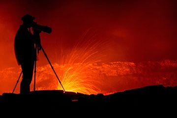 Silhouette of photographer at the rim of Erta Ale volcano's lava lake (Ethiopia) (Photo: Dominik Voegtli)