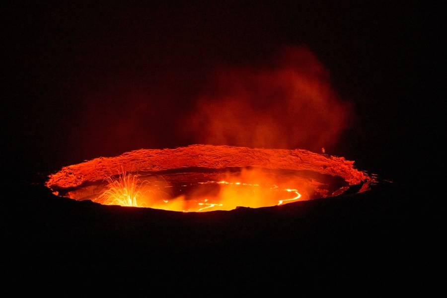 The active lava lake of Erta Ale volcano, Danakil depression (Ethiopia) in Dec 2013 (Photo: Dominik Voegtli)
