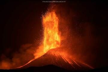 Francesco Tomarchio sent us a small selection of his photos he took during the remarkable and very powerful lava fountaining episode from Etna's New SE crater on 31 July-1 Aug 2021. Link/credits: Francesco's page on facebook (Photo: FrancescoTomarchio)