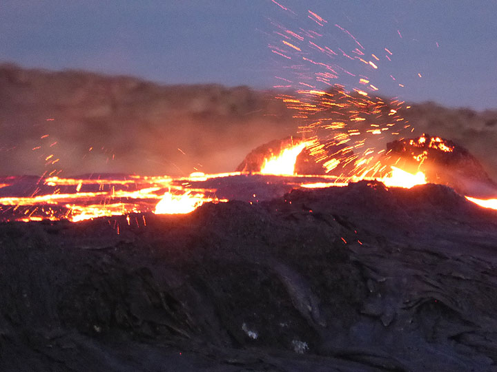 The lava lake is literally filled to the rim of its self made circular containment wall, making it overflow at the lowest point of this continuously changing ring wall whenever the lava is ferociously boiling and spattering. (Photo: Hans and Jooske)