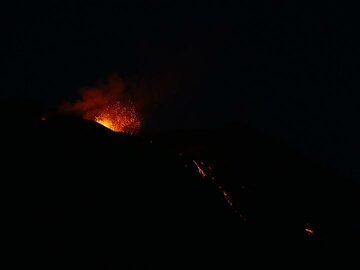 Nighttime large eruption from the central vent and red hot glowing active lava flows on the western edge of upper part of the Sciara. (Photo: Ingrid)