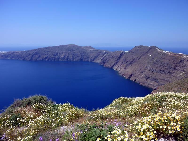 Caldera view during springtime on Santorini island, Greece (Photo: Janka)