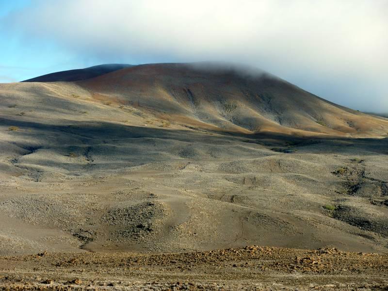 Arid desertlike volcanic landscape near Kamuela, Big Island, Hawaii (Photo: Janka)