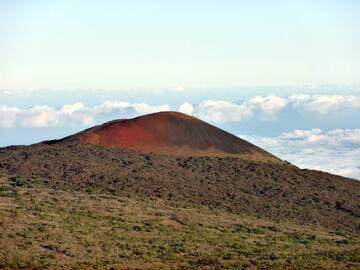 Beautiful red cinder cone on Mauna Kea volcano, Big Island, Hawaii (Photo: Janka)