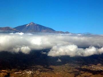 Above the clouds framing El Teide volcano, Tenerife, Canary islands (Photo: Janka)