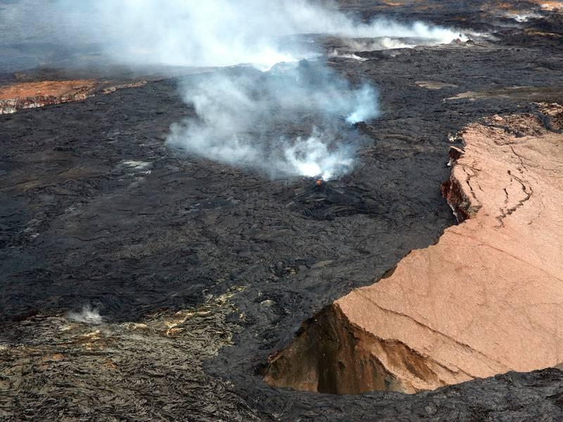 Aerial view of the erupting Pu'u 'O'o vent, Kilauea volcano, Big Island, Hawaii (Photo: Janka)