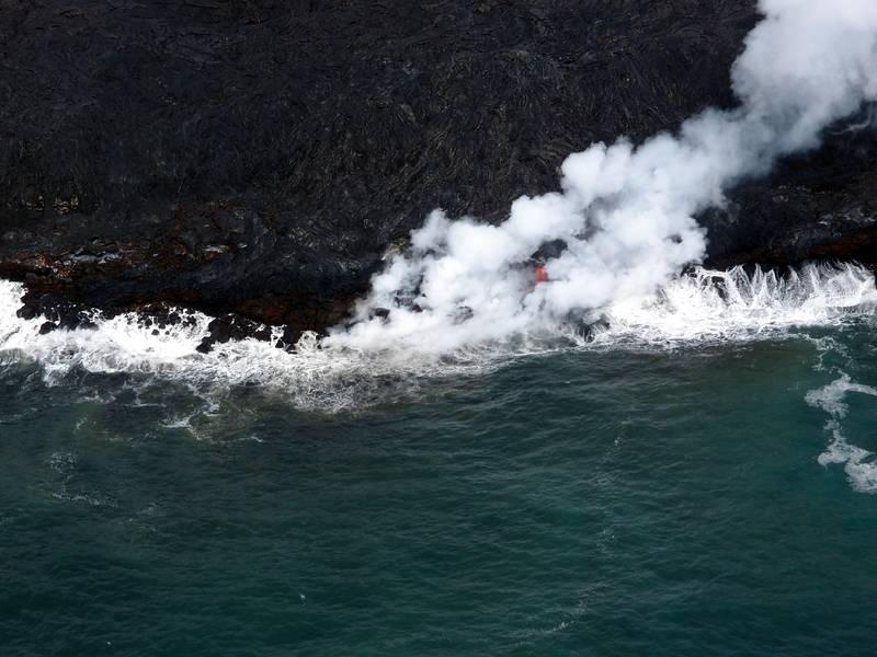 Lava coming from Kilauea volcano enters the Pacific ocean near Kalapana, Big Island, Hawaii (Photo: Janka)
