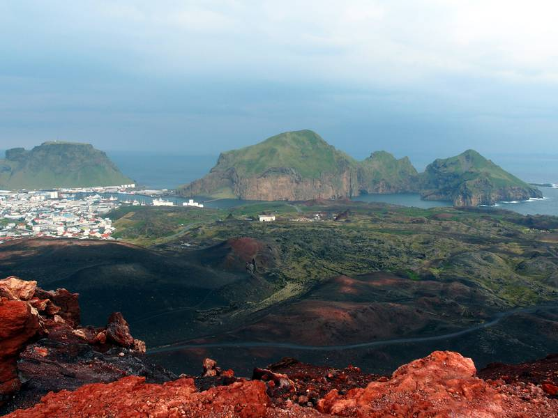 View on Heimaey from the red cone of Eldfell volcano, Vestmannaeyjar, Iceland (Photo: Janka)