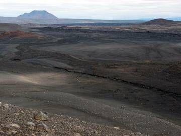 Fissure leading directly to Krafla volcano, Iceland (Photo: Janka)