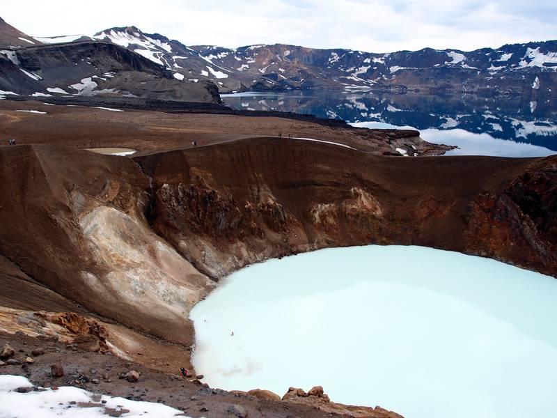 Askja caldera with its sulphurous Viti crater and the deep lake of Öskjuvatn in the background, Iceland (Photo: Janka)