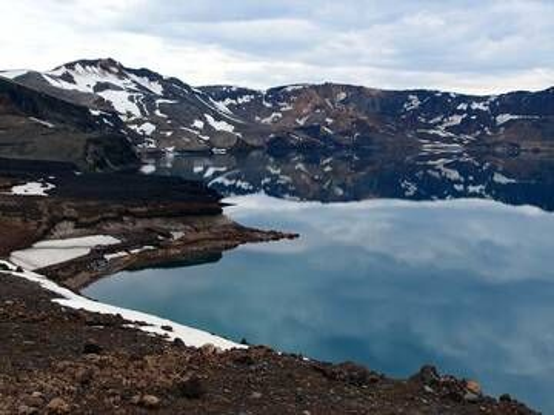 View on the exceptionally clear waters of lake Öskjuvatn, Askja caldera, Iceland (Photo: Janka)