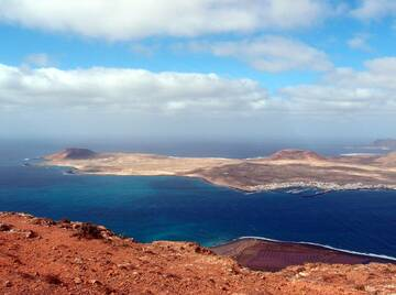 View over the island of La Graciosa, located north of Lanzarote, Canary islands (Photo: Janka)