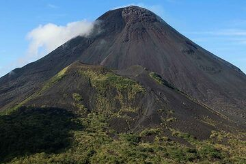 Summit cone of Soputan volcano (Photo: Jay Ramji)