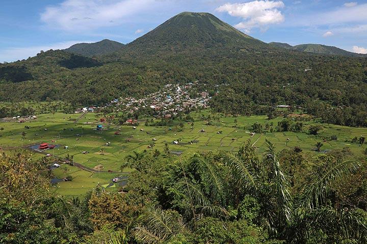 Gunung Lokon From Woloan Amphitheater, Satu Village, Tomohon, North Sulawesi, Indonesia (Photo: Jay Ramji)
