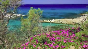 Near Sarakinikos, Milos Island, Greece (Photo: Jean-Maurice)