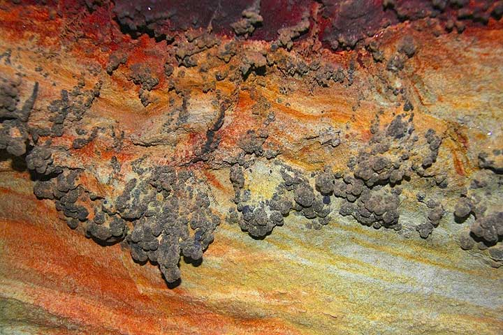 Psilomelane (manganese oxide) at Cape Vani, Milos Island, Greece (Photo: Jean-Maurice)