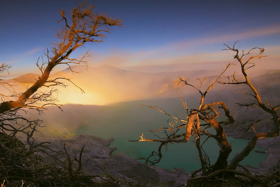 Dancing With The Light Of A Million Mornings Kawah Ijen, East Java, Indonesia (Photo: JessyEykendorp)