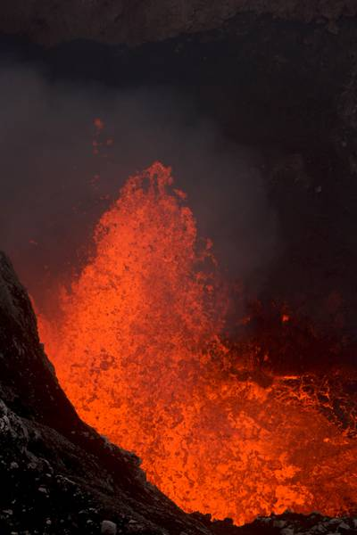 Explosions within Benbrow Lava lake, Ambrym (2014) (Photo: KatSpruth)