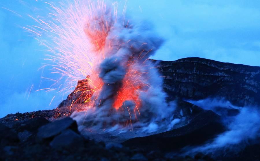 Mt Semeru eruption at sunrise (Photo: KatSpruth)
