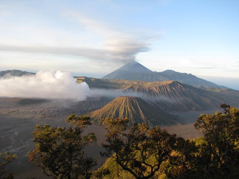The Tengger caldera (East Java, Indonesia) with Bromo and erupting Semeru in the background (Photo: kaylash)