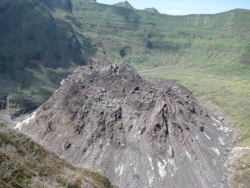 Lava dome of Kelut volcano in Java, Indonesia (Photo: kaylash)
