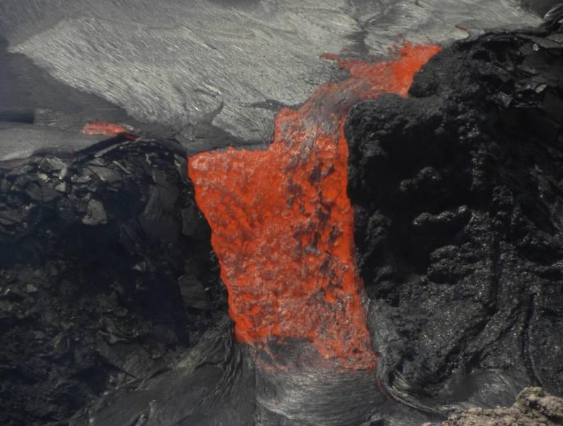 Fluid pahoehoe lava from Kilauea volcano, Hawai'i (Photo: LaurentLupini)