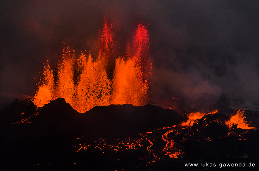 Multiple lava fountain from the Holuhraun fissure eruption on Iceland in Sep 2014 (Bardarbunga volcano) (Photo: Lukas Gawenda)