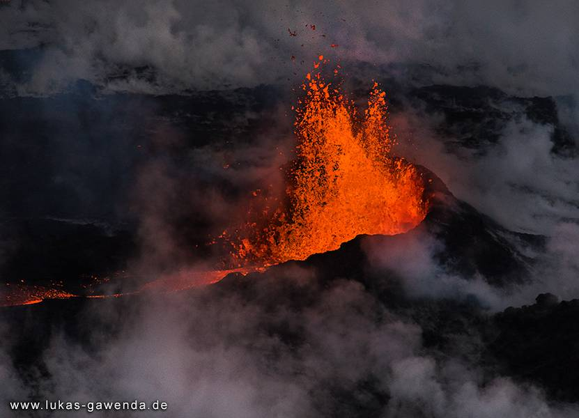 Aerial view of the main lava fountain from the Holuhraun fissure eruption on Iceland in Sep 2014 (Bardarbunga volcano) (Photo: Lukas Gawenda)