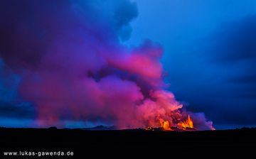 Lava fountain from the Holuhraun fissure eruption on Iceland in Sep 2014 (Bardarbunga volcano) (Photo: Lukas Gawenda)