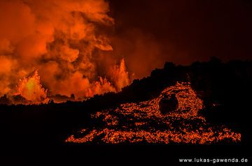 Lava flow front at night from the Holuhraun fissure eruption on Iceland in Sep 2014 (Bardarbunga volcano) (Photo: Lukas Gawenda)