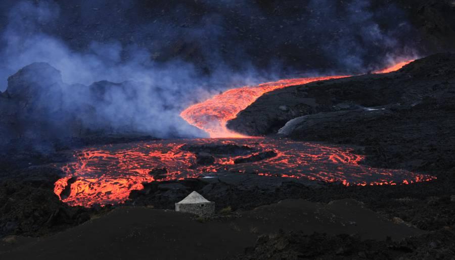 "Fogo volcano (Cape Verde) 2014-2015 eruption (23 November 2014 to 08 February 2015).Image taken 05 December, 19h 40m local time. 14º56'35"" N, 24º21'20"" W. (Photo: MarioMoreira)"