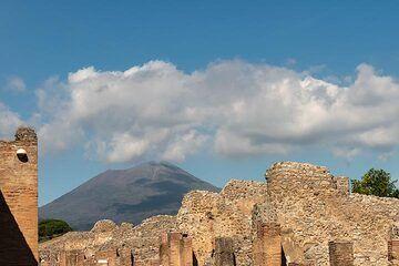 Vesuvius volcano seen from the ruins of Pompei (Photo: Markus Heuer)
