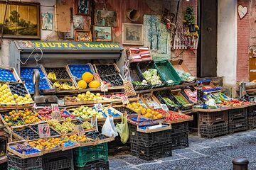Fruit vendor in Naples (Photo: Markus Heuer)