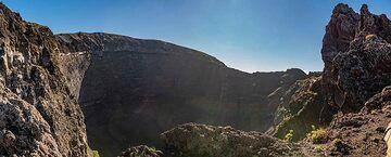 Crater of Vesuvius volcano (Photo: Markus Heuer)