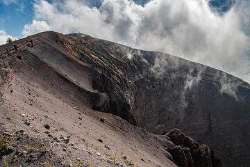 On the crater rim of Vesuvius volcano (Photo: Markus Heuer)