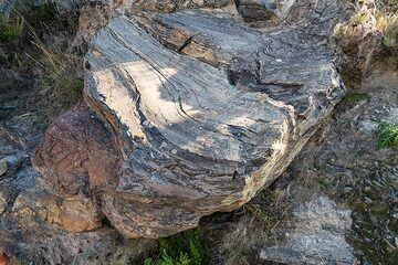 Detail of the Rocce Rosse obsidian lava flow of Lipari, the most recent volcanic product of the island formed during an eruption, probably around 729 AD. (Photo: Markus Heuer)
