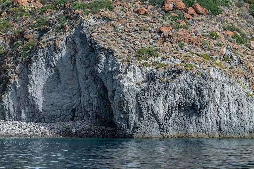 Cliffs of Cala Junco bay on Panarea (Photo: Markus Heuer)