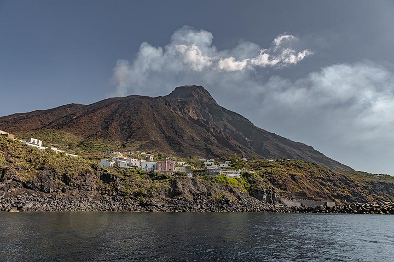 Ginostra village seen from the sea (Photo: Markus Heuer)