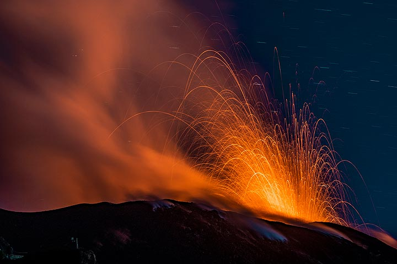 Eruption of the western vent (Photo: Markus Heuer)
