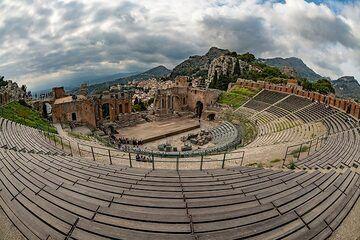 The ancient Greek theater of Taormina (Photo: Markus Heuer)