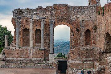 Ruins of the Greek theater (Photo: Markus Heuer)