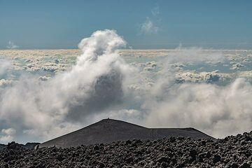 View from 3000 m a.s.l. over the sea of clouds (Etna) (Photo: Markus Heuer)